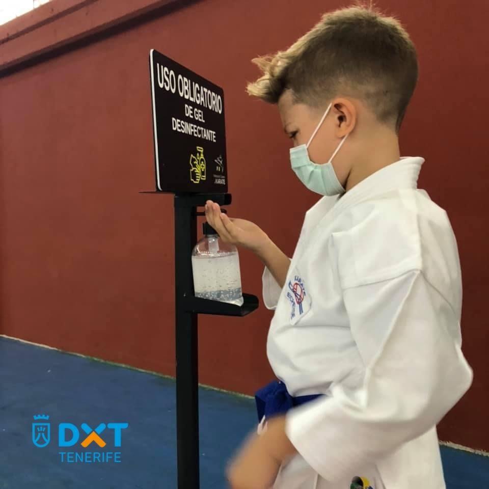 DxT Tenerife apoyando el karate